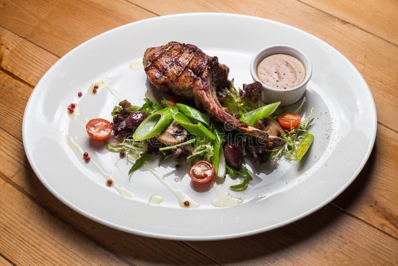 Мясо стейка Entrecote с зажаренными овощами стоковое изображение