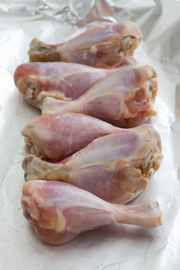 мясо сырцовое цыпленок свежий Skinless drumsticks цыпленка стоковое фото rf