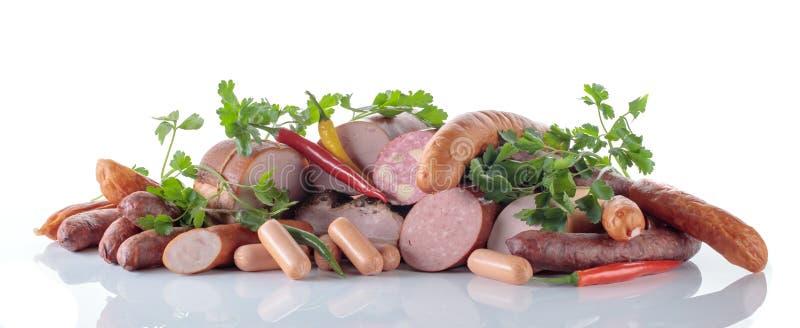 Мясо с петрушкой и перцами изолированными на белой предпосылке стоковые изображения rf