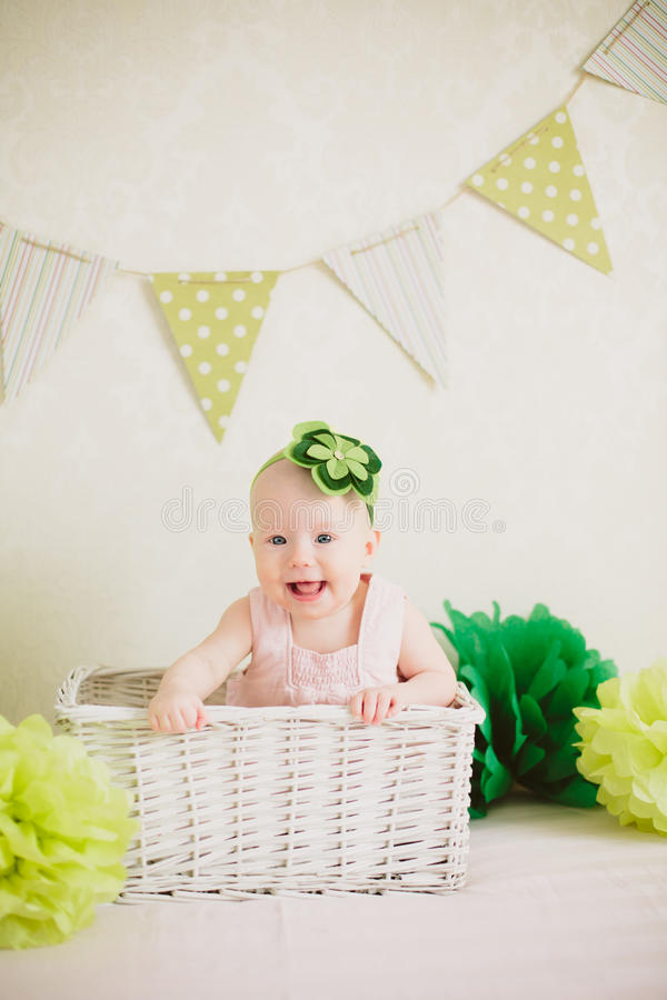 Младенец в коробке стоковое фото