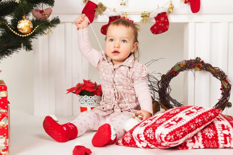 Младенец в украшениях рождества стоковое фото rf