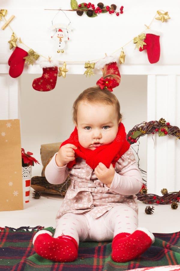 Младенец в украшениях рождества стоковое изображение rf