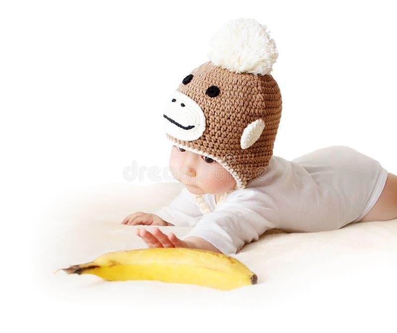Младенец в шляпе обезьяны стоковое изображение