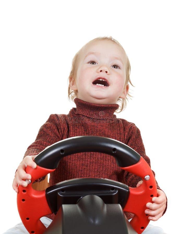 Младенец играет при колесо игры, изолированное на белизне стоковая фотография rf