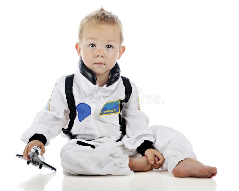 Младенец играя астронавта стоковое изображение rf