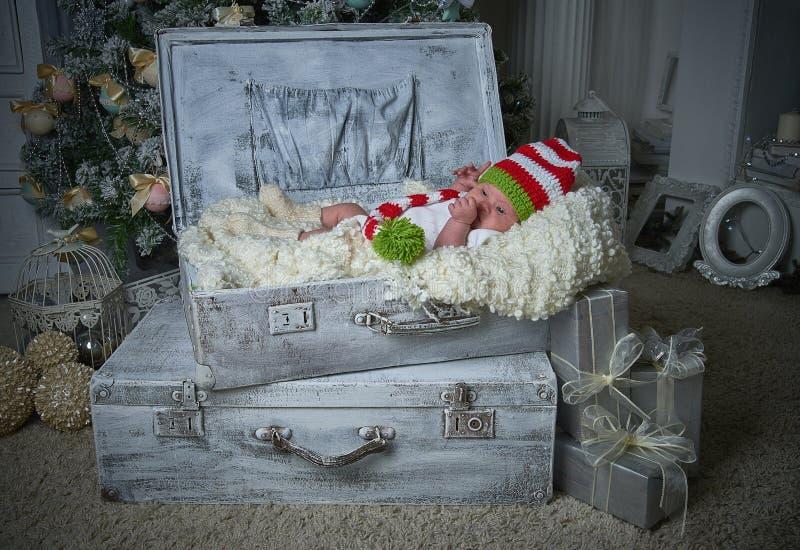 Младенец рождества, Новый Год, подарки, рождественская елка стоковое фото