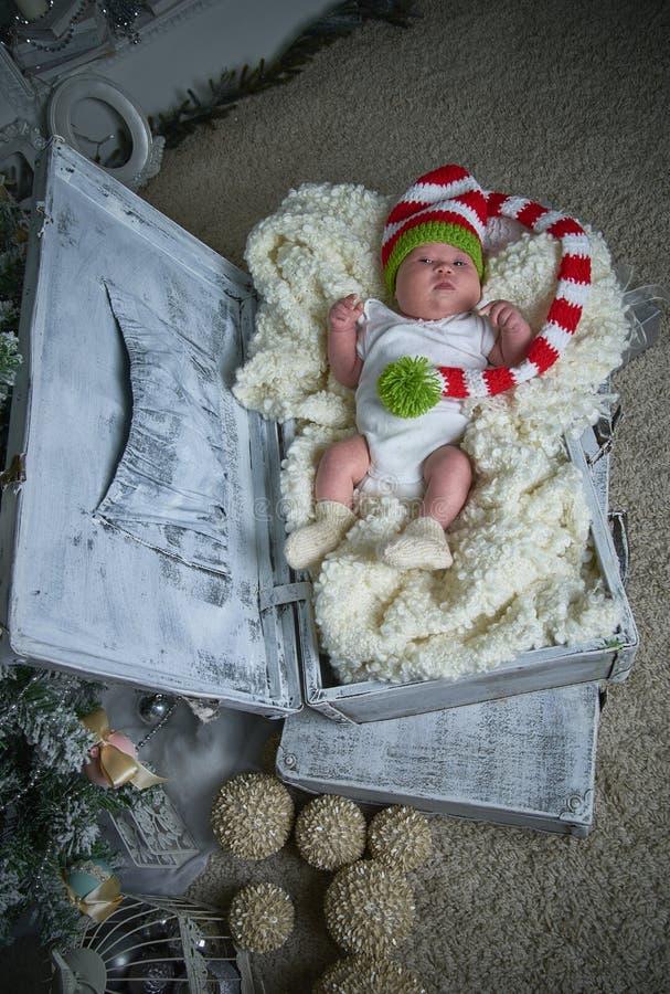 Младенец рождества, Новый Год, подарки, рождественская елка стоковые изображения