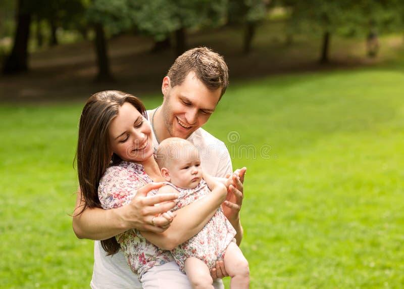 младенец parents парк стоковые фото