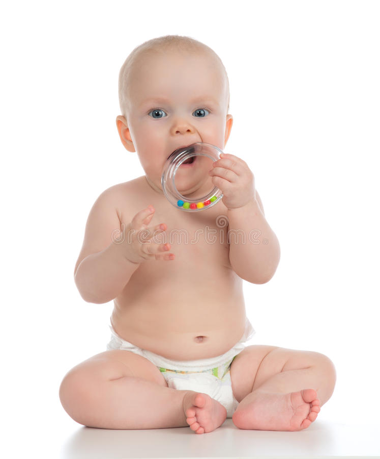 Младенческий малыш ребёнка ребенка играя и есть с кругом rin стоковые изображения rf