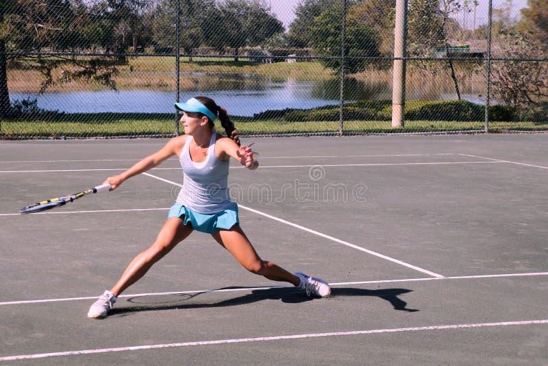 Младший теннисный турнир девушек стоковые изображения rf