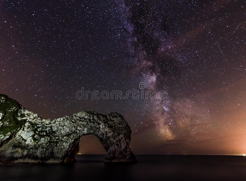 Млечный путь двери Durdle стоковые изображения
