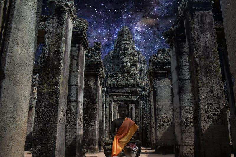 Млечный путь в виске Angkor Wat, Камбодже стоковые фотографии rf