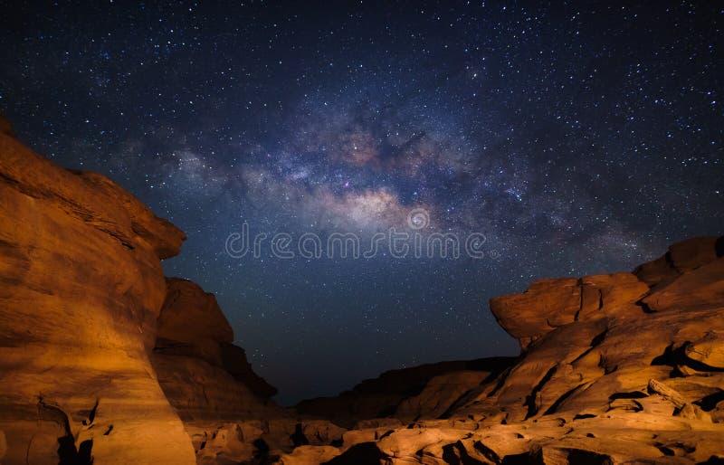 Млечный путь на гранд-каньоне Bok лотка Сэм, Ubon Ratchathani, Thailan стоковая фотография