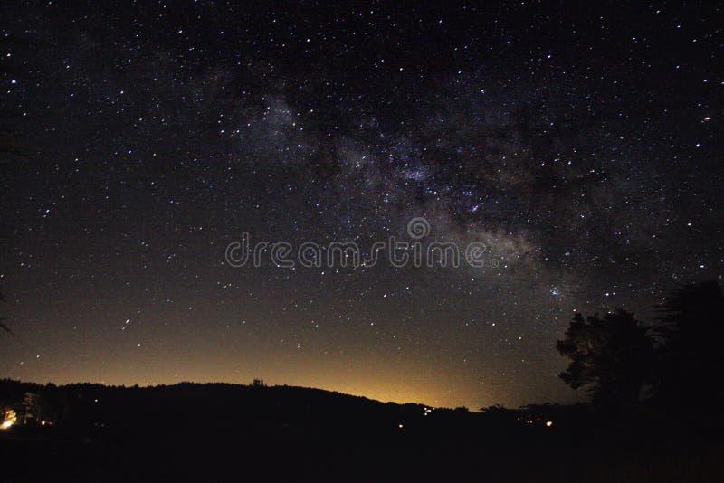 Млечный путь над ранчо моря стоковые изображения