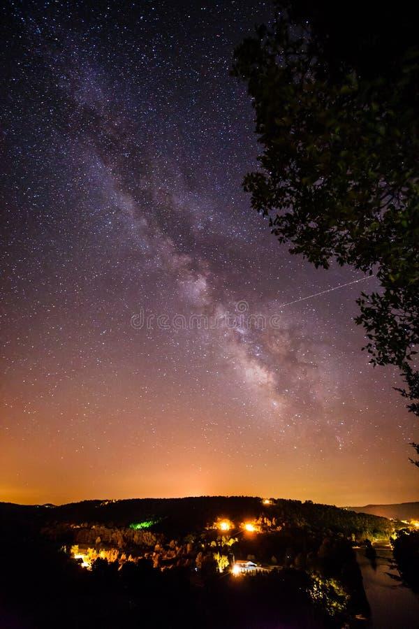 Млечный путь над White River стоковые фото