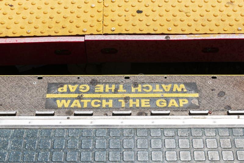 Наблюдайте зазор на станции LIRR стоковая фотография