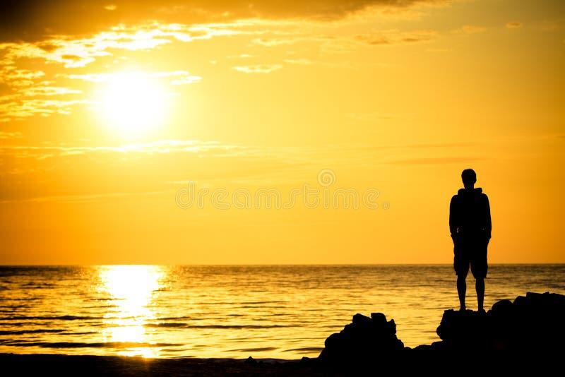 наблюдатель захода солнца стоковое фото rf