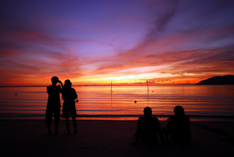 наблюдать захода солнца пар стоковое изображение