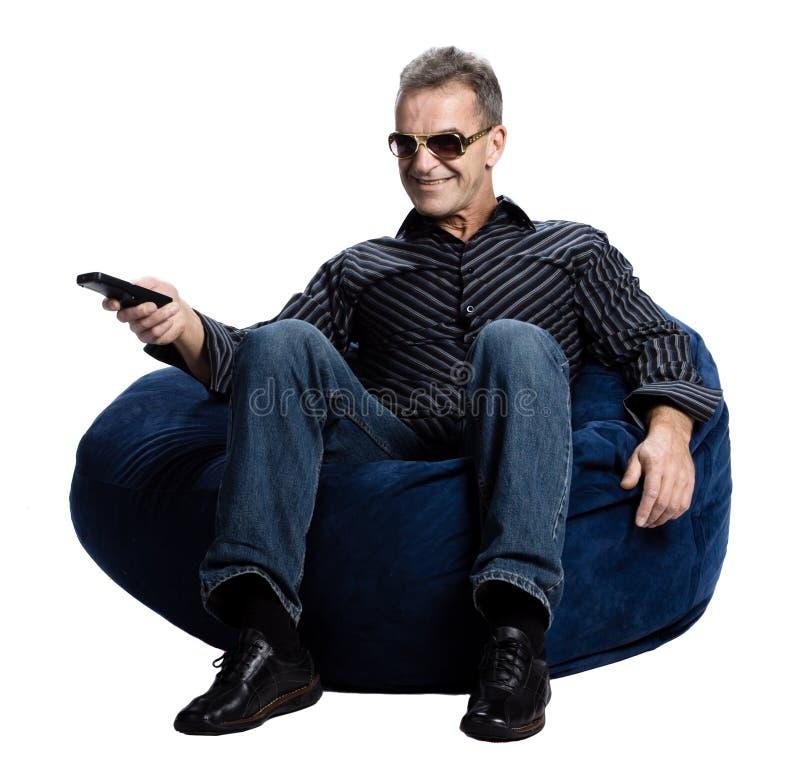 наблюдать tv человека стоковая фотография