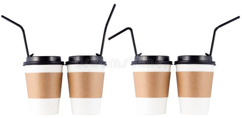 Набор бумажных чашек кофе с различными трубками или соломинками, изолированными на белом фоне стоковые изображения rf