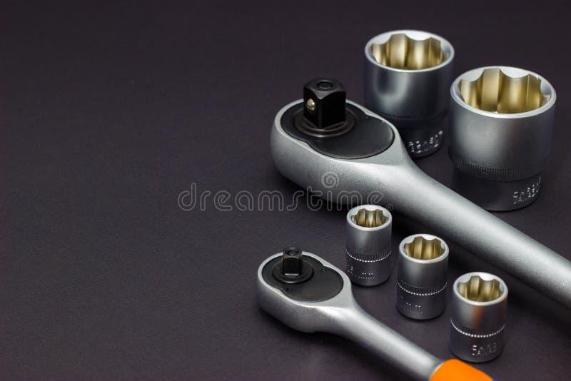 Набор инструментальных головок для отпускать винты, болты и гайки Отвертка храповика r стоковое изображение rf