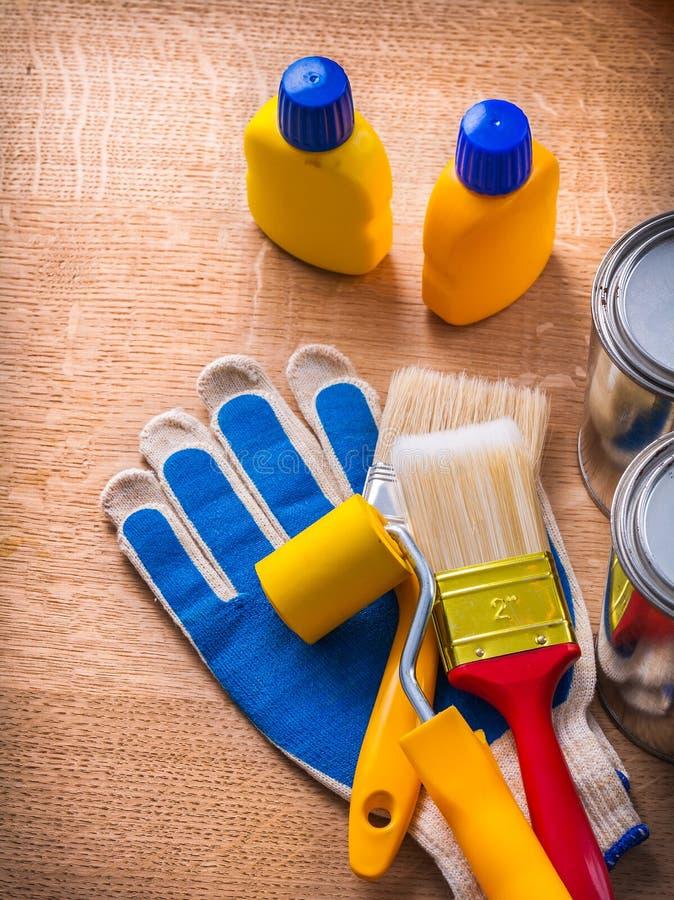 Набор инструментов с обслуживанием чонсервных банк и бутылок краски стоковая фотография rf