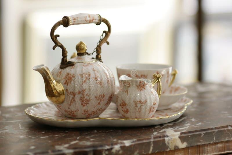 Набор чая фарфора антиквариатов на мраморе стоковые изображения rf