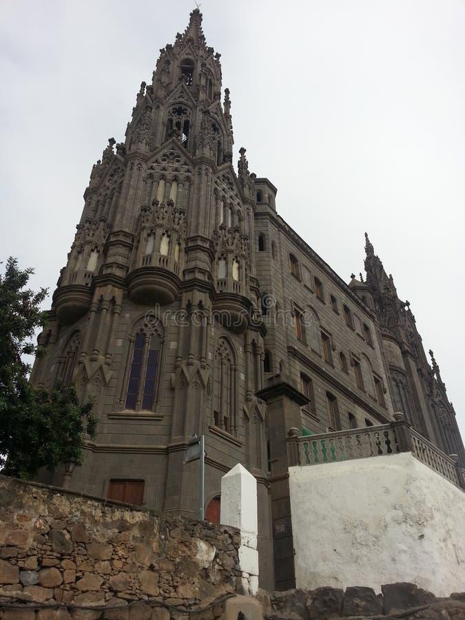 Наблюдать специальный готический собор стоковые фото