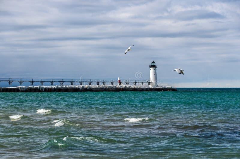 Навигационная помощь на Lake Michigan в Manistee стоковые изображения rf