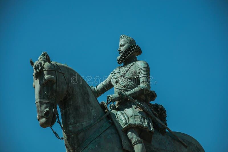 Наводя бронзовая конноспортивная статуя короля Филипп III в Мадриде стоковое фото