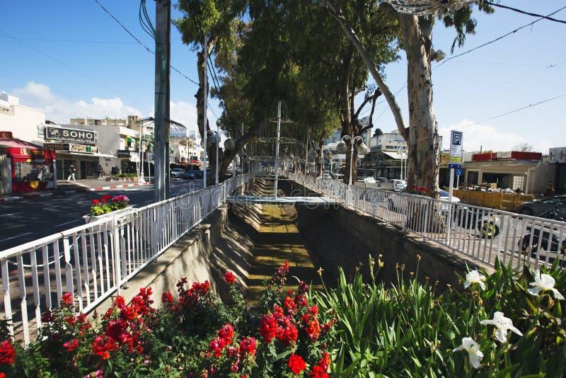 НАГАРИЯ, ИЗРАИЛЬ 9-ОЕ МАРТА 2018: Улица в центре Нагарии, Израиля стоковая фотография rf