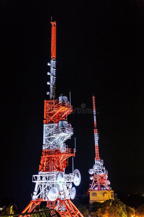 Нагасаки, Япония - 14-ое июля 2018: Радиовышки на MT Inasa в Nagasa стоковое фото rf