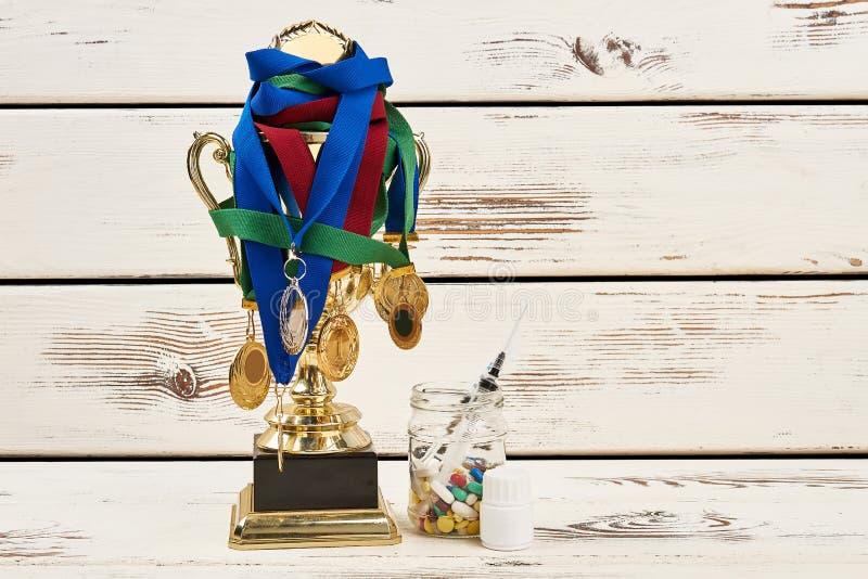 Награды и запрещенные лекарства стоковые изображения rf