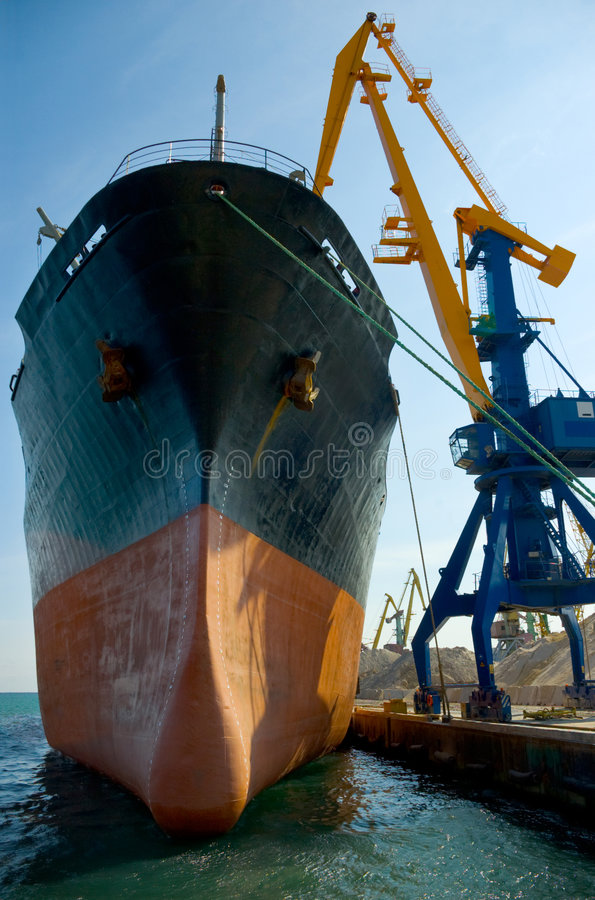 нагружая корабль вниз стоковые изображения rf