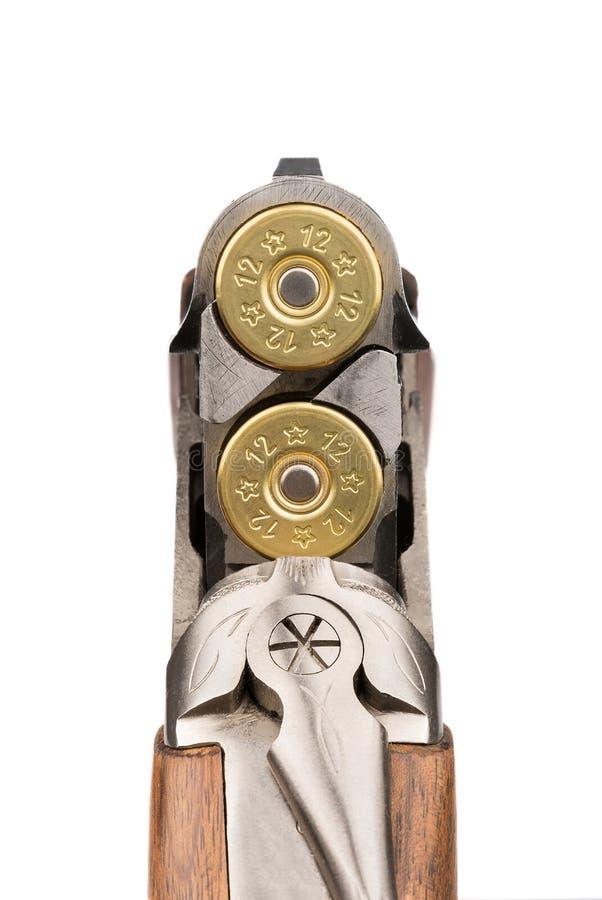 Нагруженная винтовка closeup Изолировано на белизне стоковая фотография