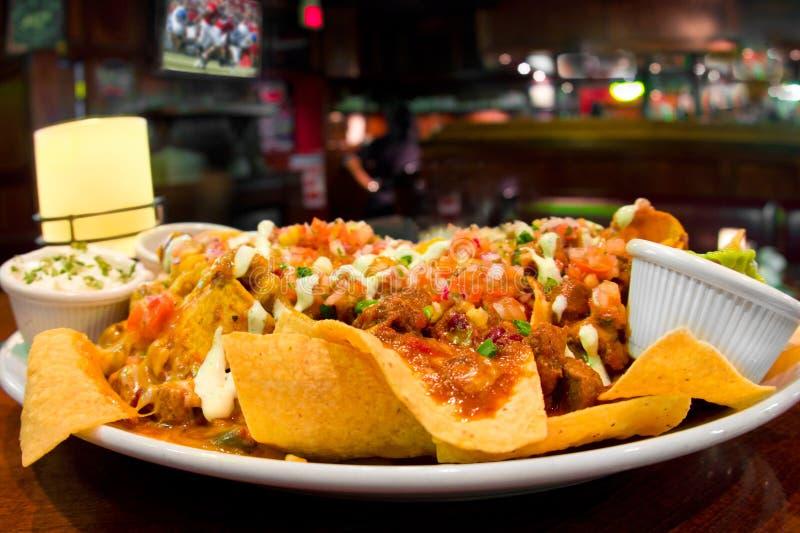 нагруженные nachos стоковое изображение rf