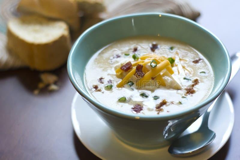 Нагруженный испеченный суп картошки стоковое изображение rf