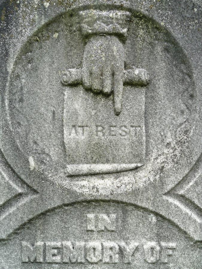 надгробная плита остальных руки девятнадцатых детали столетия стоковое фото rf
