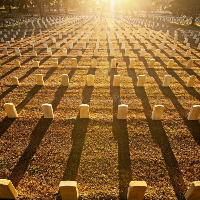 Надгробные плиты с рядками теней стоковое изображение rf