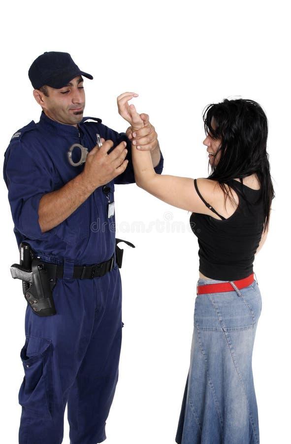 надевать наручники ciminal стоковые фотографии rf