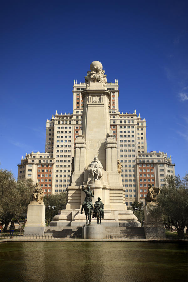 наденьте памятник quixote madrid стоковое изображение rf