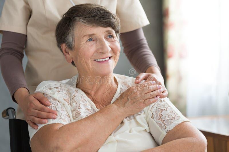Надеющийся старшая женщина стоковые фото