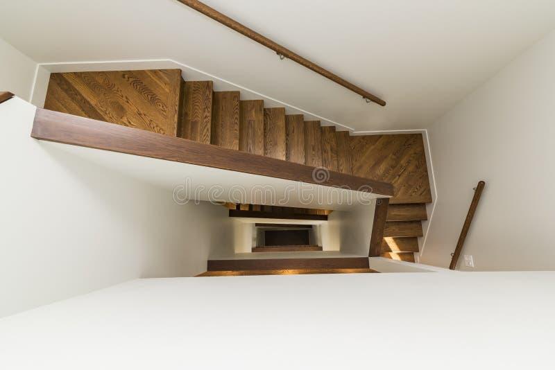 Надземная съемка современной лестницы дома стоковое изображение