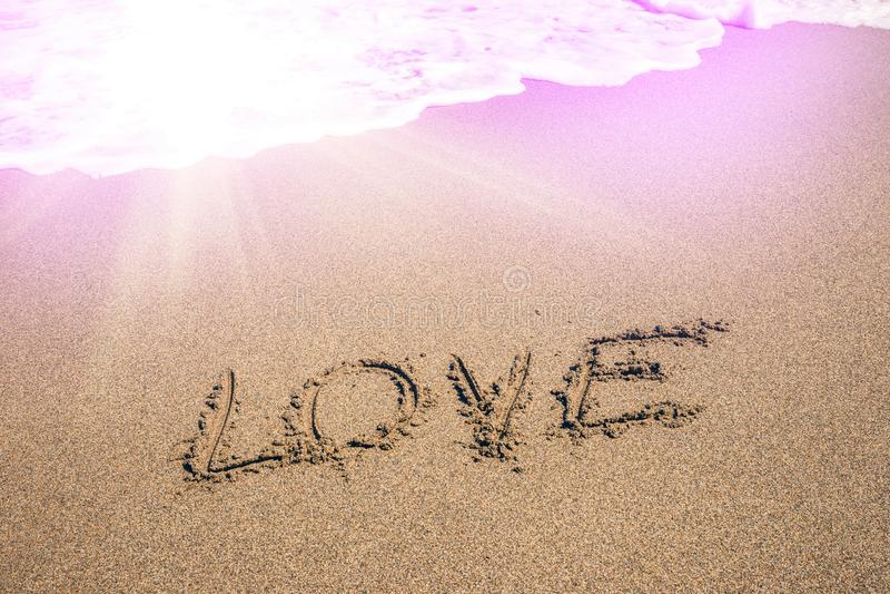 Надпись влюбленности на песке стоковые изображения rf