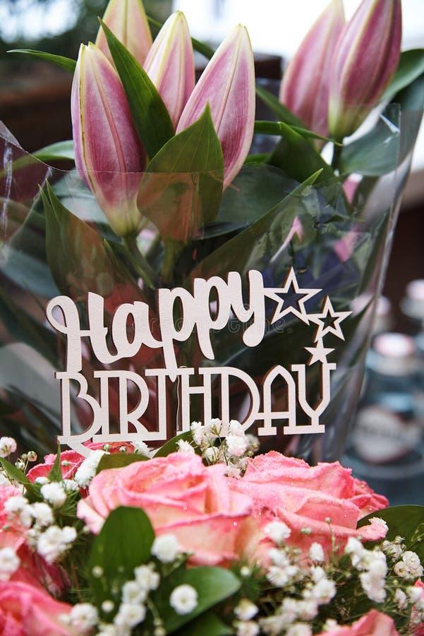 надпись дня рождения счастливая стоковые изображения
