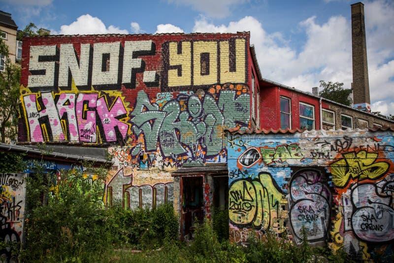 Надпись на стенах на фабрике стоковое фото rf