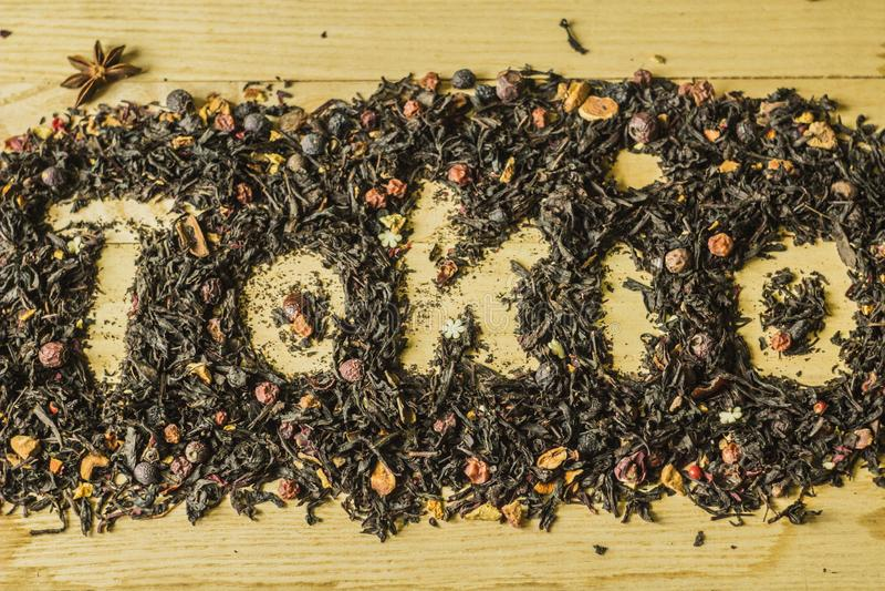 """Надпись """"Tokio """"на травяном чае стоковое фото"""