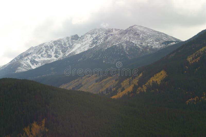 надрезанная гора стоковые фото