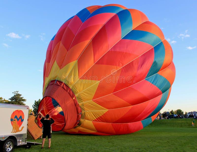 надувать воздушного шара стоковое фото