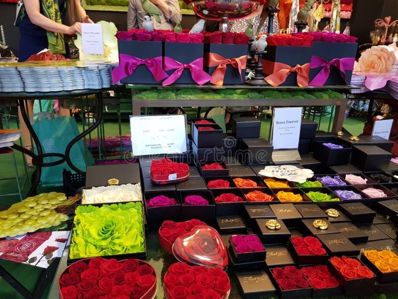 Надушенные розовые коробки во всех цветах стоковое фото rf